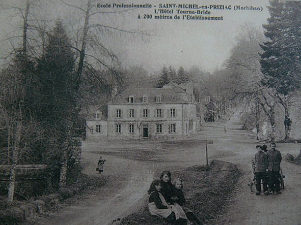 Internat(Montée vers St Michel)