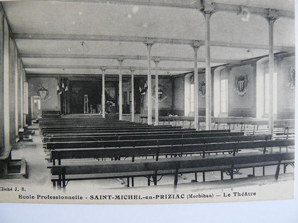 Internat(Salle de théatre)