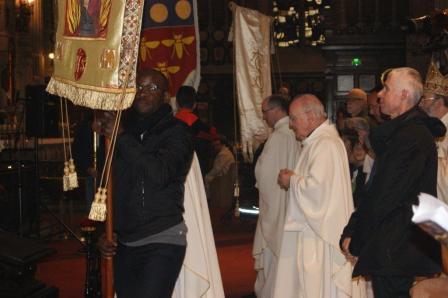 procession messe basilique ste anne_Pèlerinage Bretagne